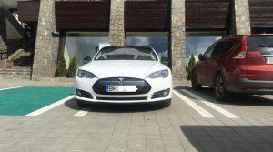 Read more about the article Hotel Peștera a instalat o stație pentru încărcat mașini electrice